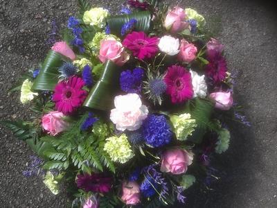 bloemstuk rond gemengde kleur wit tot paars blauw
