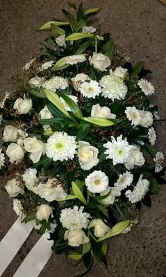 bloemstuk druppelmodel wit rozen lelie gerbera