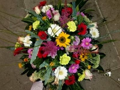 bloemstuk gemende kleuren rond