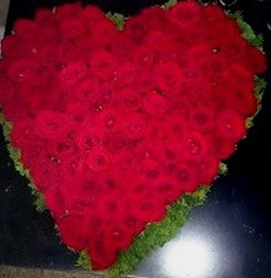 bloemstuk hartmodel rode rozen