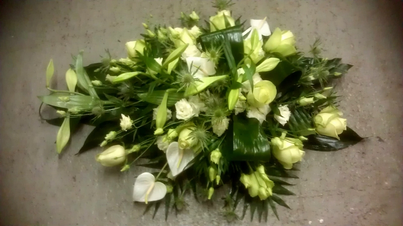 bloemstuk klein wit ca 45cm