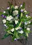 bloemstuk wit met lila blauwe tint